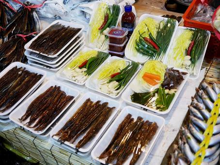 "Korean winter delicacy ""Gwamegi"". (At Chilseong Market in Daegu)"