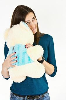 德国女性3拥抱毛绒玩具
