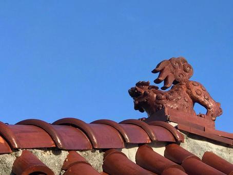 Blue sky and Shisa Okinawa
