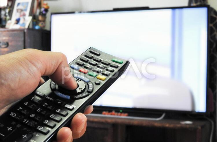 テレビ リモコン操作 チャンネルの写真