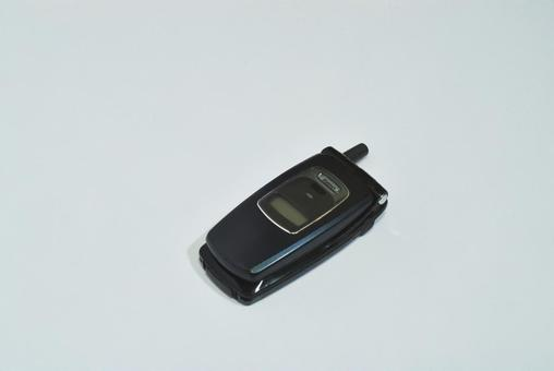 Feature phone (bi-fold mobile phone)