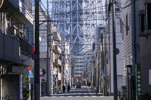 Alley overlooking the Tokyo Sky Tree