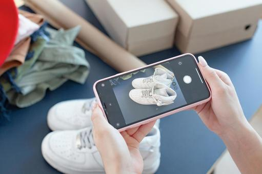 Shooting shoes with a smartphone
