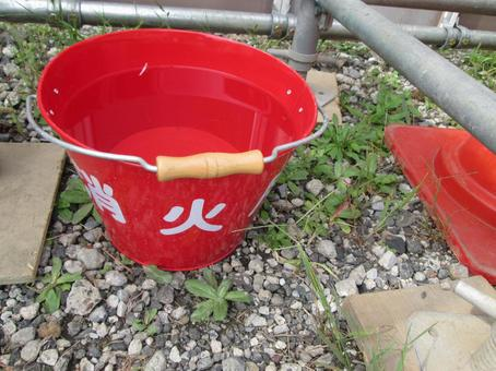 Bucket for fire extinguishing