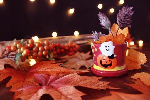 萬聖節形象傑克燈籠、落葉和木柴