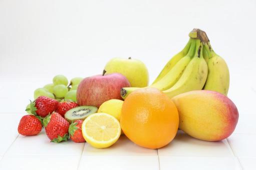 Strawberry with lemon, orange, kiwi, muscat and apples, banana and mango 2