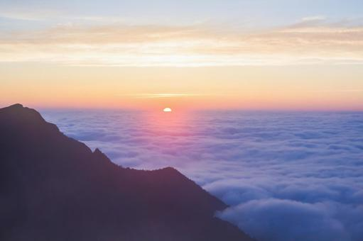 Sunrise from the sea of clouds