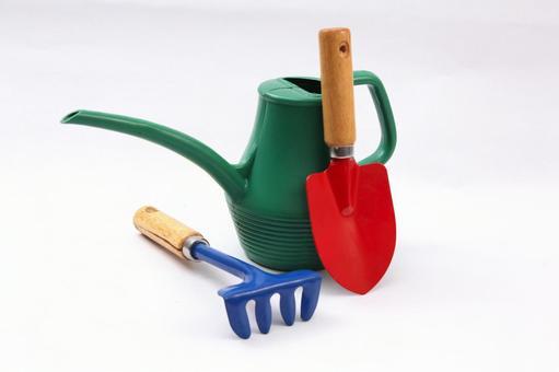 瓢和一個耙子,噴壺