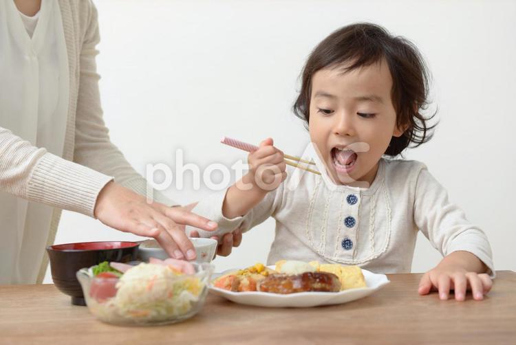母と子 食事34の写真