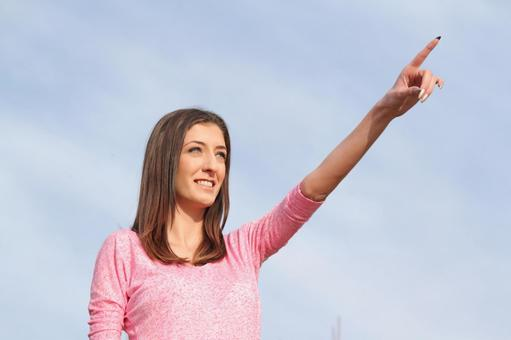 女子指着手指