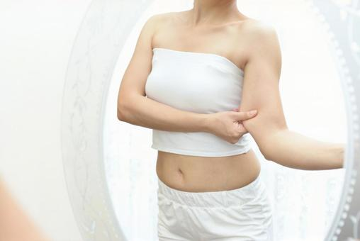 A woman who is worried about her upper arm
