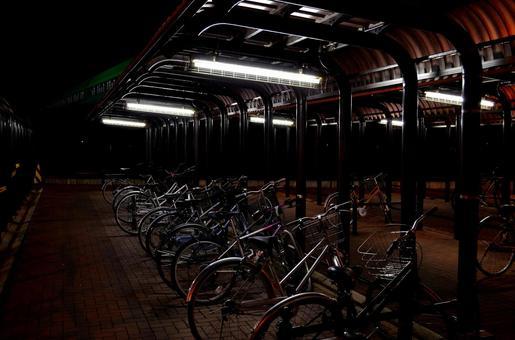 自行车停车场之夜