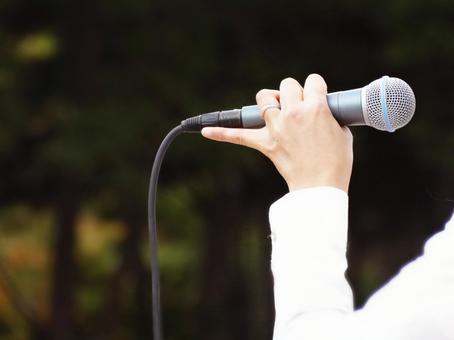 Microphone in hand_outdoor