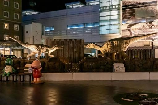 """【후쿠이 현 후쿠이시] JR 후쿠이 역 서쪽 출구 야간 촬영 """"후쿠이 역의 공룡"""""""