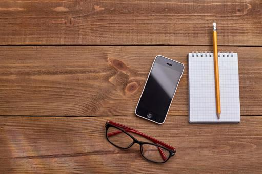 Glasses, smartphones and writing instruments 6