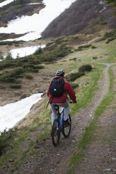 Male who goes by mountain road by bicycle 6