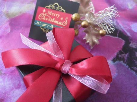 圣诞礼物红色和粉红色E