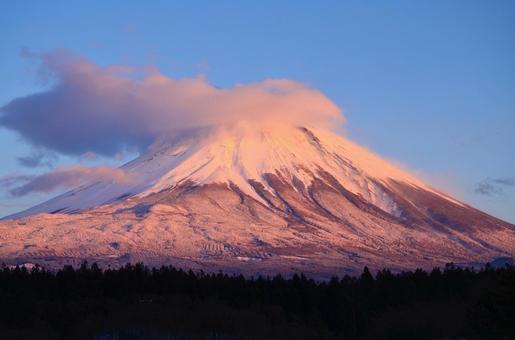 Fuji clouds boil up