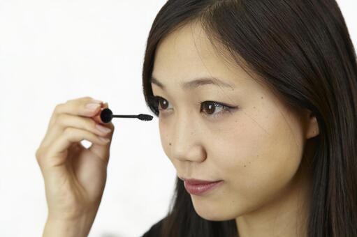 婦女粉刷睫毛膏14