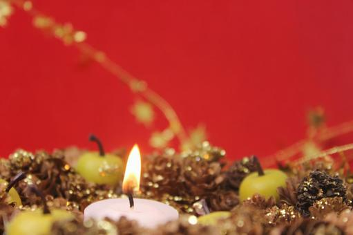 Candles and Christmas wreath 9