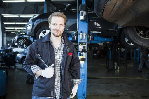 Automobile mechanic with spanner 3