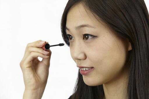 婦女粉刷睫毛膏15