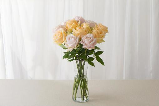 장미 꽃병