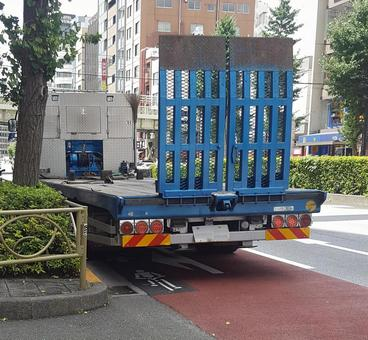 Transport vehicle with gate