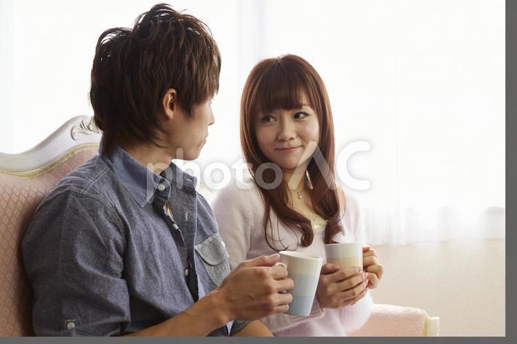 飲み物を飲むカップル3の写真