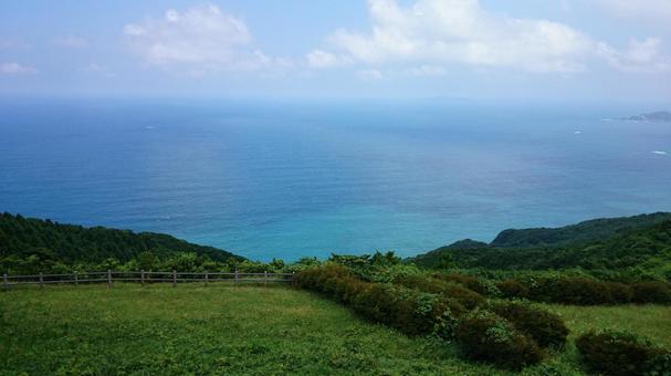 야마구치 현 나가토시 센 조우 지키에서 바라 보는 동해의 수평선과 푸른 하늘 03