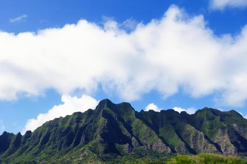 쿠 알로아 산맥과 푸른 하늘