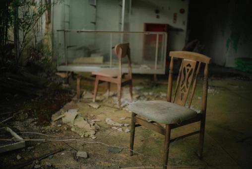 폐허의 의자