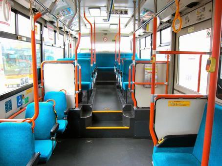 在公共汽车里面