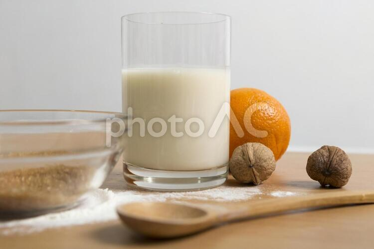 ミルクとオレンジの写真