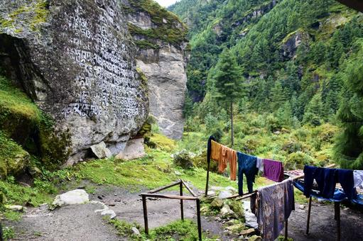 Mani stones and laundry between Monjo and Josare in Nepal