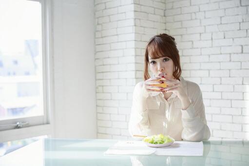 Female to take breakfast 4
