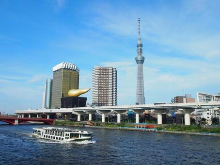 Water bus and Tokyo sky tree 1