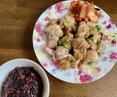 집밥 닭고기 대파 볶음과 흑미
