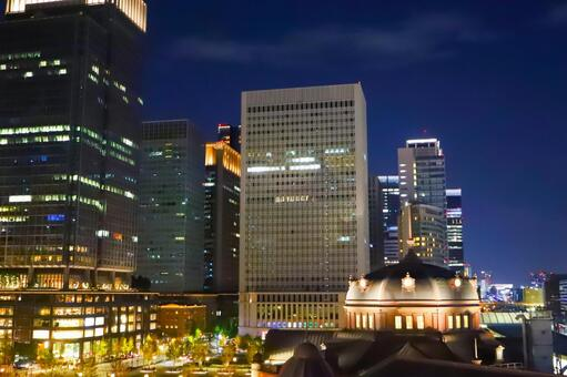 Night view of Tokyo Station and the building