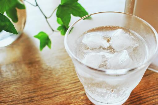 Cold carbonated water