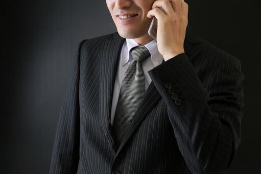 전화를 수상한 남자