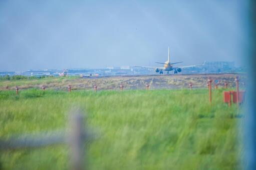 围栏的飞机
