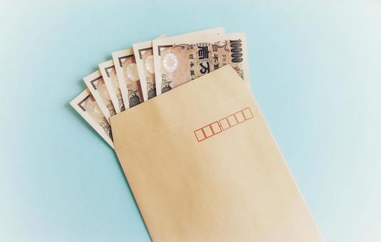봉투에 들어간 한 만엔 지폐