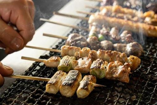 Image of grilling yakitori with a net