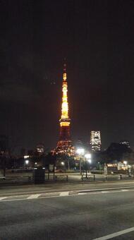 东京塔从豪华轿车