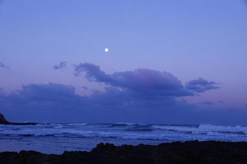 새벽의 겨울 바다