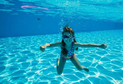 Girls dive underwater shooting 6