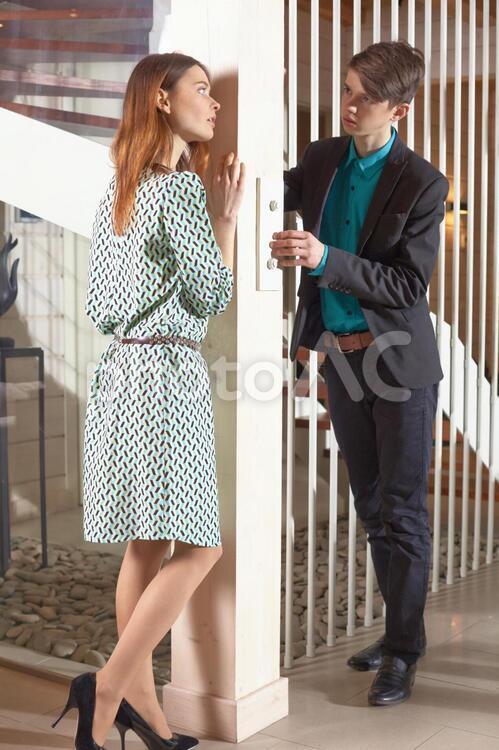 話し合うカップル1の写真