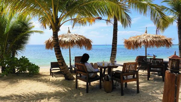 Sandy beach cafe (Thai Trang island)