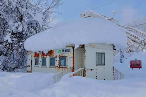 Station building of Ino station with a lot of snow